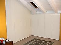 armadio a muro obliquo laccato bianco