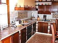 cucina con muretti in granito