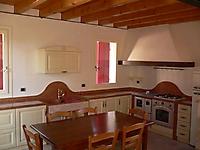 cucina laccata avorio piani in rosso asiago