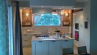 cucina laccata poro aperto con piani in quarzo