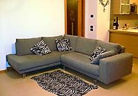 divano angolo grigio