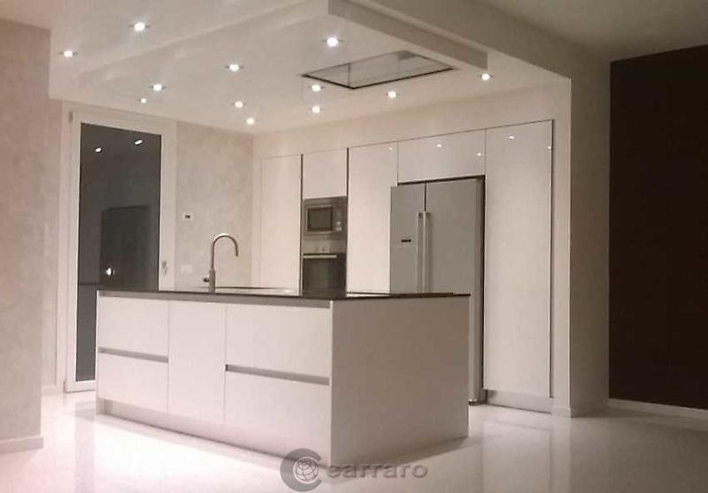 Prodotti categoria cucine moderne immagine cucina bianca lucida arredamenti carraro - Cucina bianca lucida ...